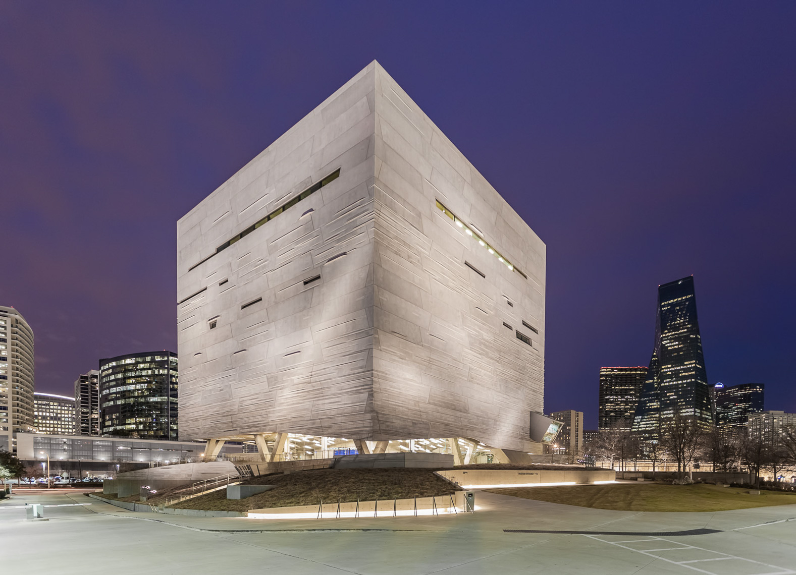 032-3-15_Dallas_PerotMuseum153-Edit-